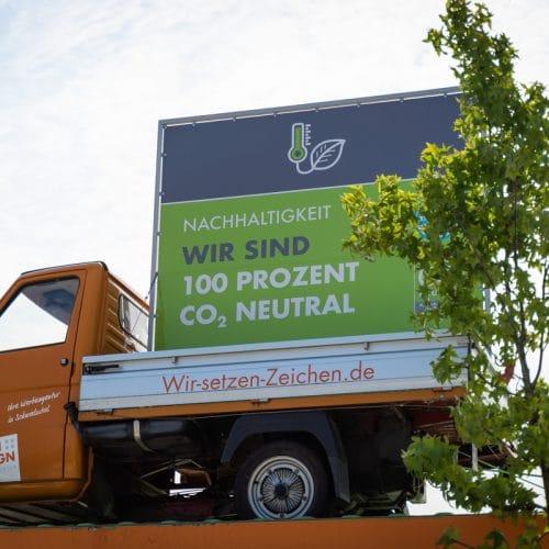 Nachhaltigkeit Ape auf Dach